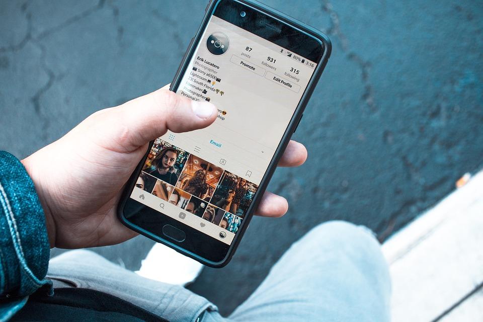 Comment les réseaux sociaux changent-ils notre perception de la société ?