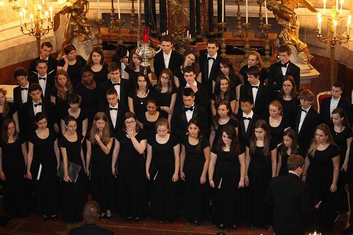 Les touts-petits dans la musique d'opéra